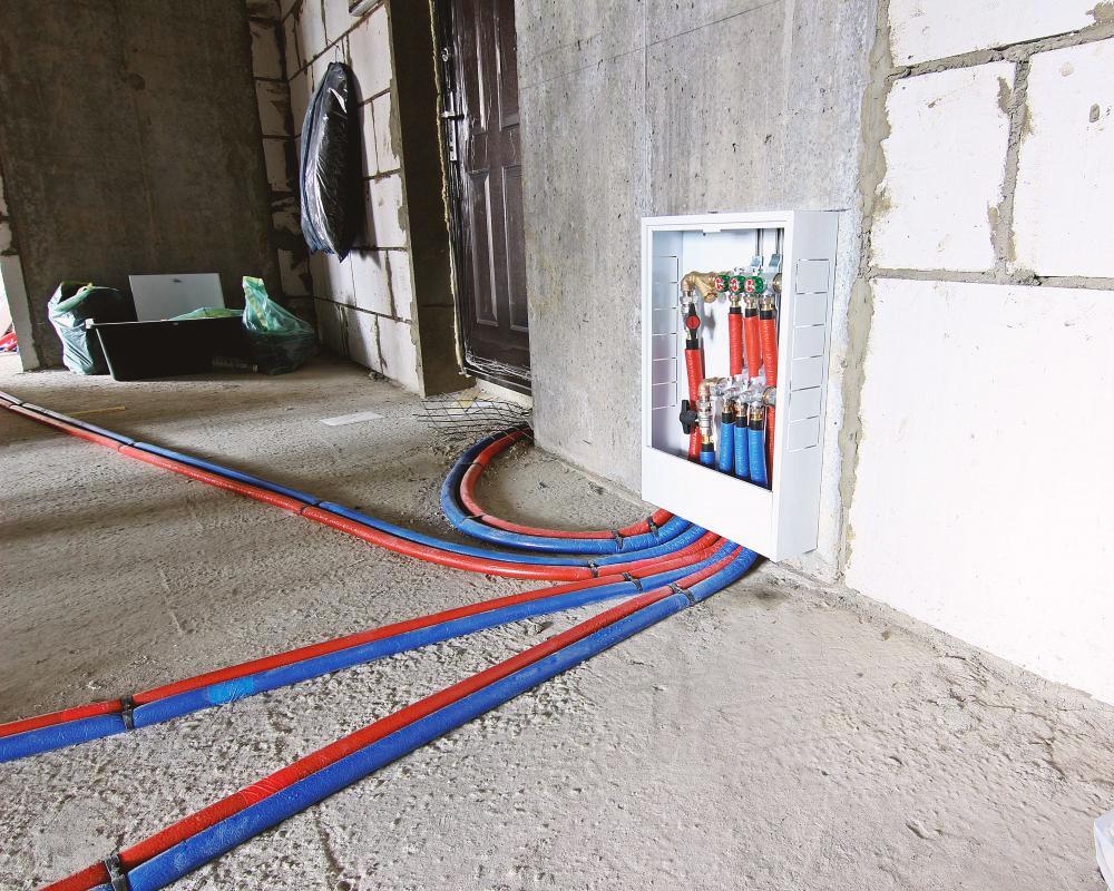 Разводка отопления в квартире трубами Рехау